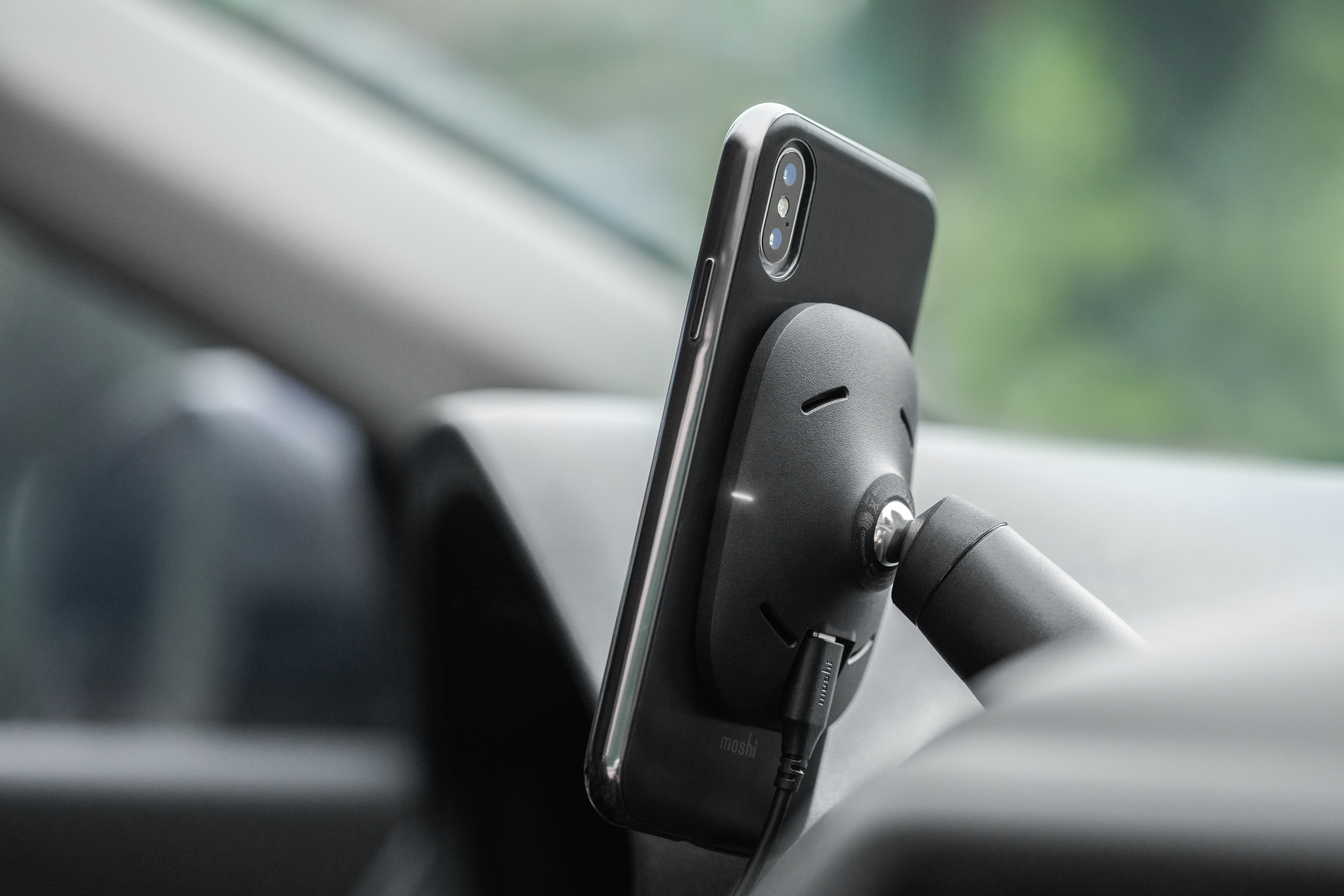SnapTo_Car_Mount_Wireless_Charging_LS_10.jpg